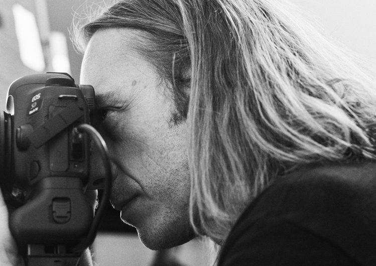 Fra håpefull filmstudent, uten muligheter for stipend, til en av verdens mest profilerte motefotografer.
